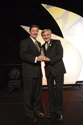 Bill Davis receives award from Dr. Pizam 2